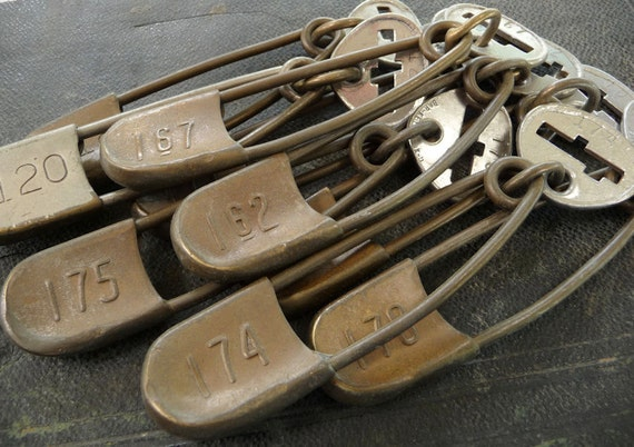 ONE (1) Giant Vintage Numbered Big Brass Tag Large Horse Blanket Calvary Military Laundry Safety Marker Pin Number