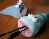 Knit your own Hungry Desk Worms (pdf knitting pattern)