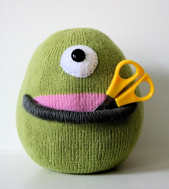 Knit your own Cyclops Pocket Alien