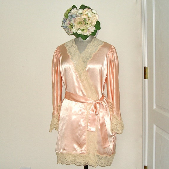 Vintage 60s/70s Peachy Pink Satin and Ecru Lace Robe - Bill Tice Small/Medium