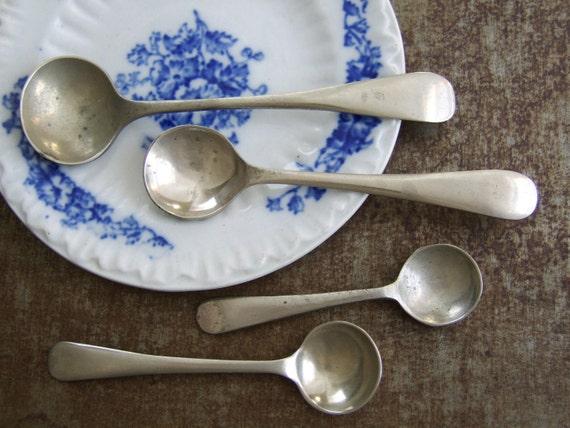 Tiny Vintage Silverplate Spoon Set (4)
