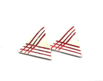 Vintage White and Red Textured Link Triangle Pierced Earrings
