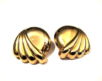 Vintage Chunky Gold Puffy Wave Pierced Earrings