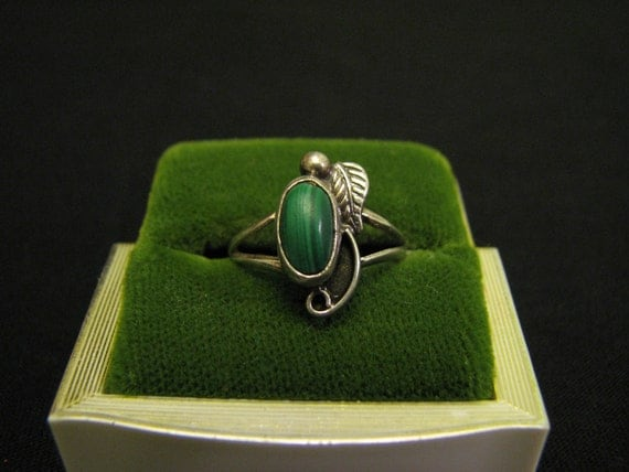 SALE Vintage Western Sterling Silver and Green Malachite Leaf Feather Ring Size 5.5