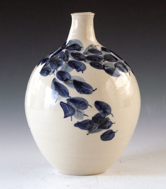 Ceramic and pottery porcelain bottle vase
