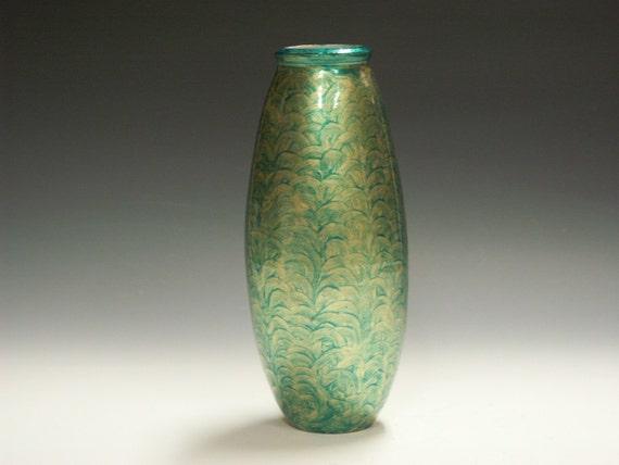 Porcelain guilded decorative vase