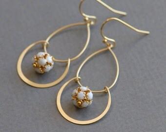 Joyous earrings in white