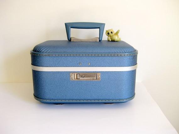 Vintage luggage train case