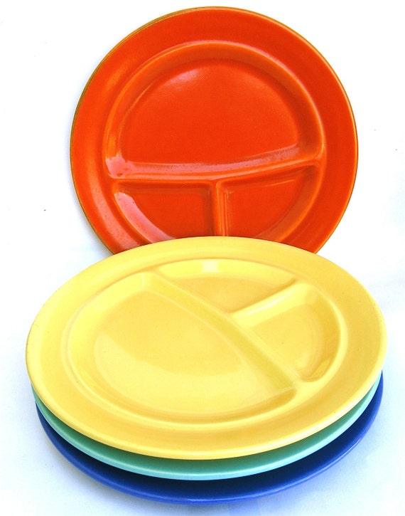TV dinner time   ...   4  vintage california pottery plates