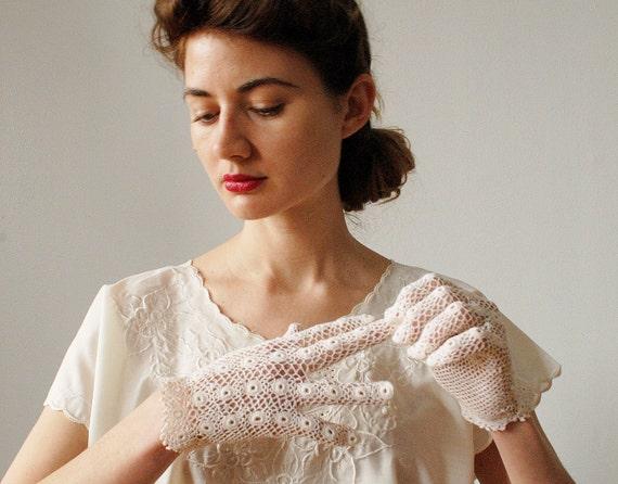 Vintage Crocheted White Gloves Circle Crochet 1960s