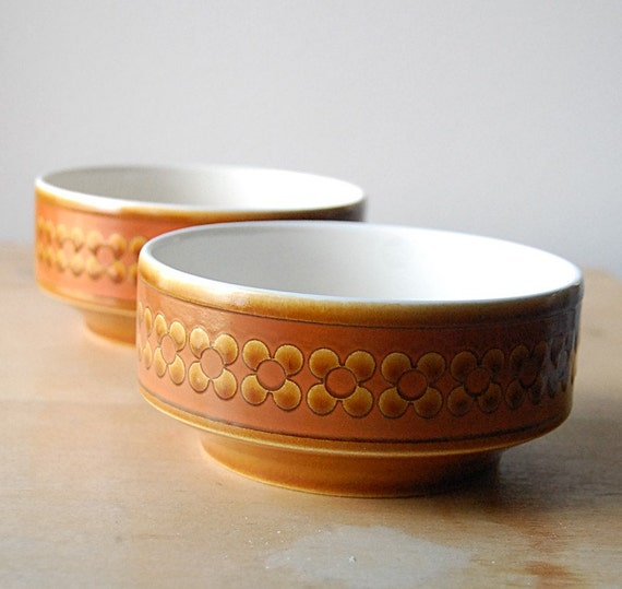 Vintage Pair of Ceramic Hornsea Saffron Bowls Orange Mod 1970s English Pottery with Flower Pattern.