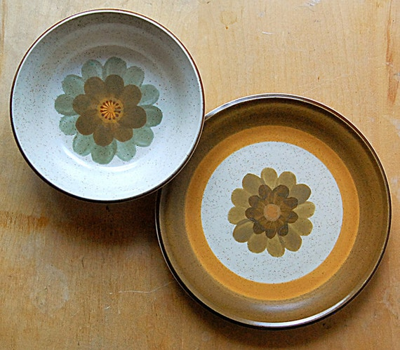 Vintage Set of Flower Power Fall Colors Down-to-Earth 1970s Plate and Bowl.