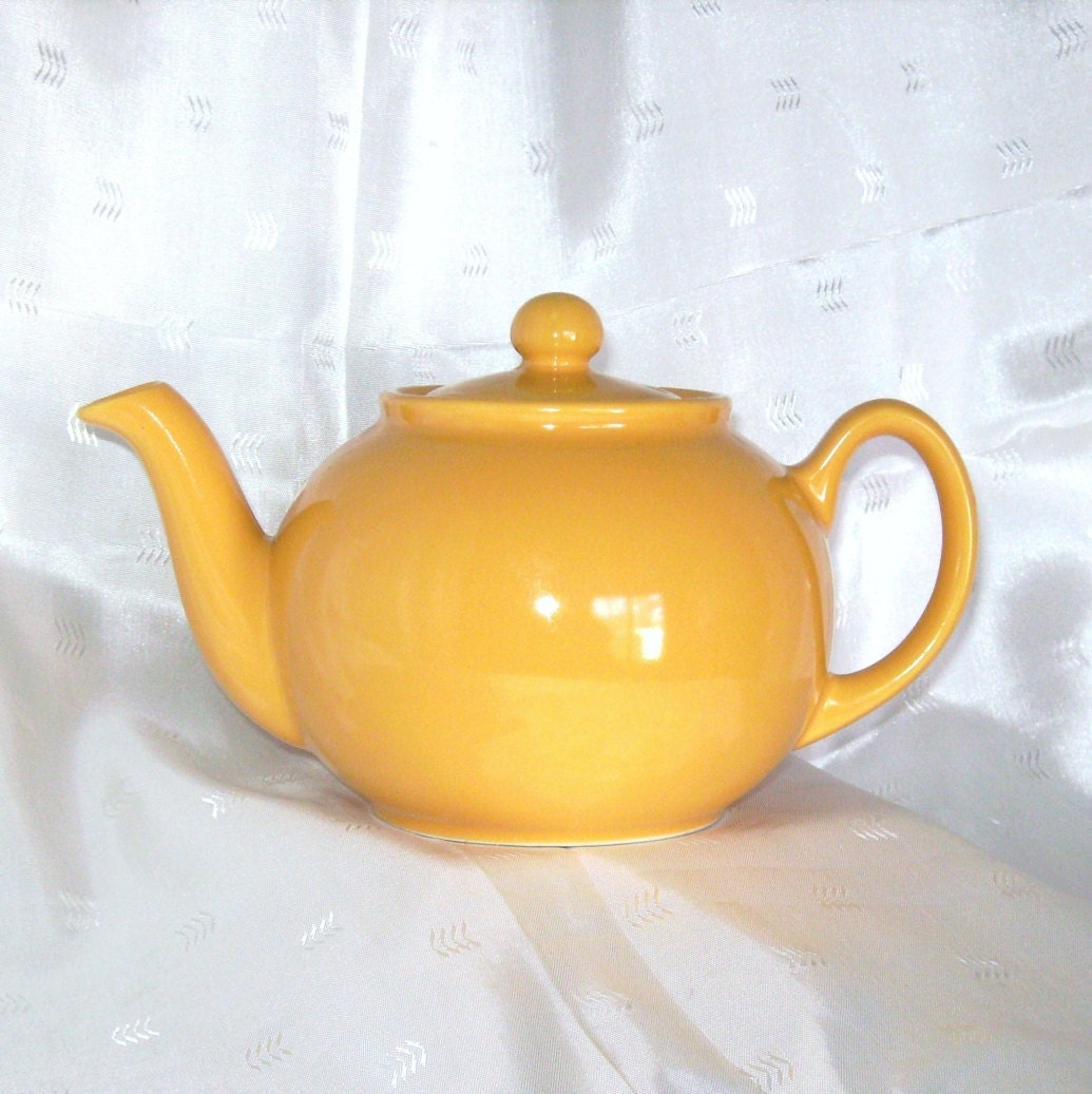 Cheerful Yellow Pristine Pottery Teapot Made In England