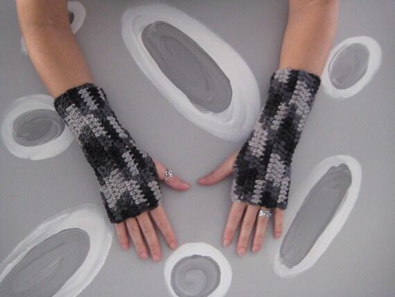 Wrist Warmers - shades of black