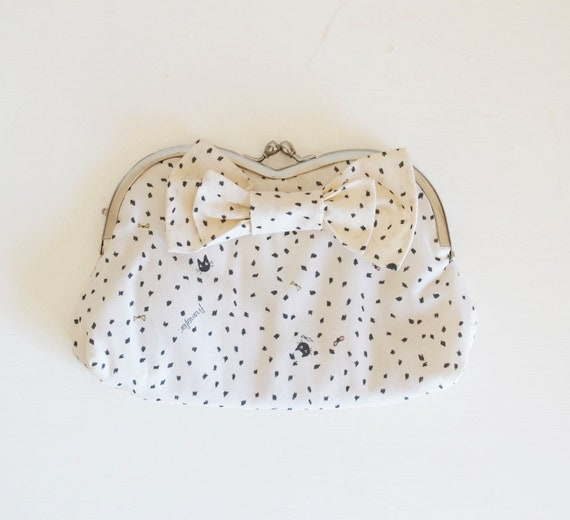 Heart-shaped frame Clutch - Black kitten dots  -