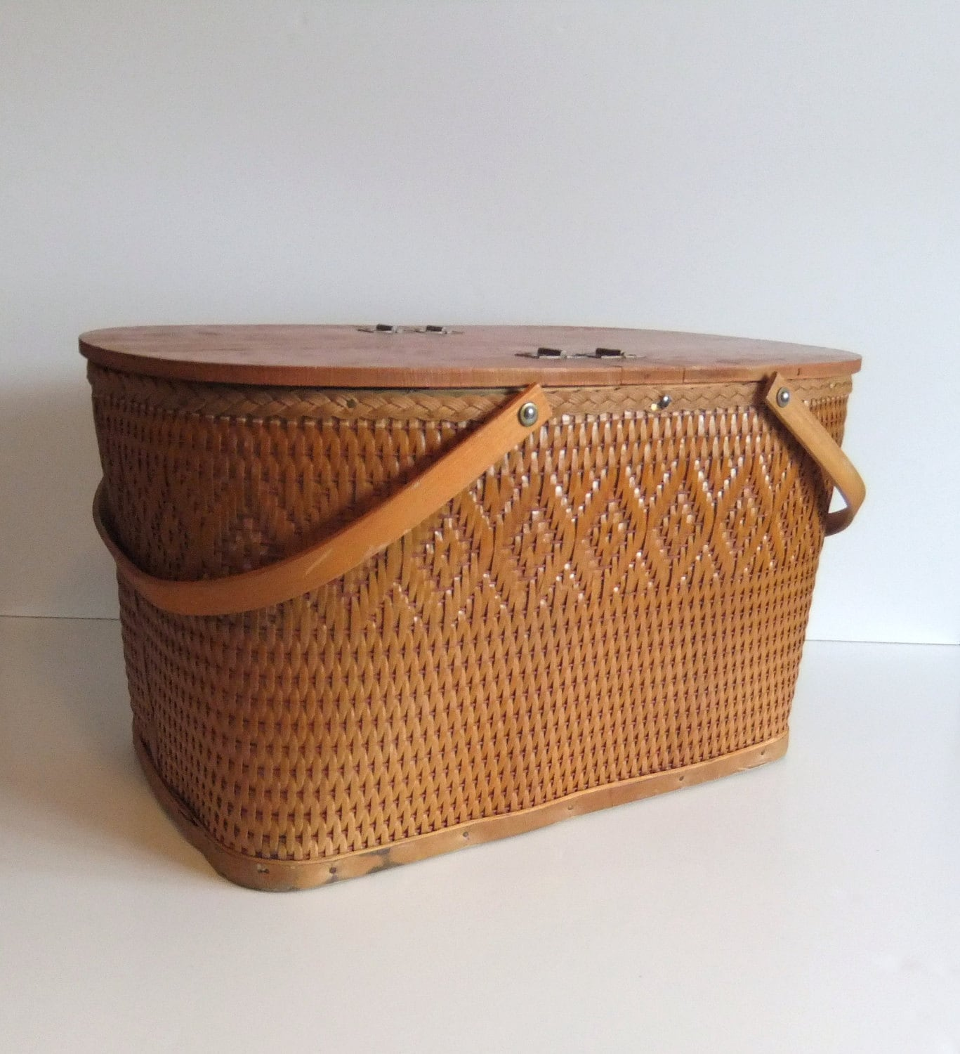 how to clean bamboo picnic baskets
