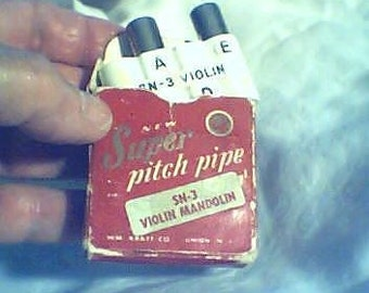 Pitch Pipe Violin Mandolin Super Pitch-Pipe Vintage, WM KRATT Co.