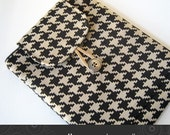 iPad Kindle DX case padded with pocket in houndstooth Kris