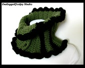 Cowl/Neckwarmer in Green and Black