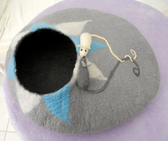 Kitty Cave,  Cat Bed,  Hand Felted,   FREE Worldwide Shipping