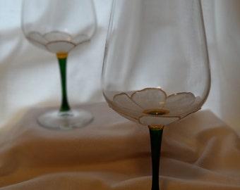 Delightful Daisy White Wine Glasses