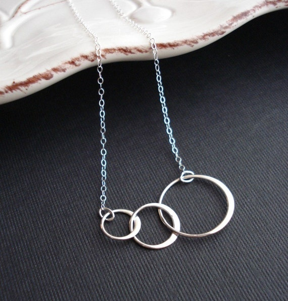 Three Circles Necklace 3 Sisters Necklace Best Friends Sterling Silver Necklace Three Rings Family Necklace Mother Necklace