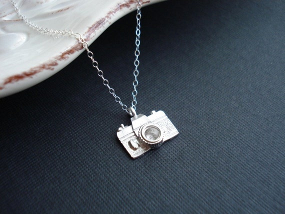 Camera Necklace, Photographer Gift For Her, Photo Camera Pendant, Traveler Gift, Silver Necklace, Simple Everyday Jewelry Minimalist