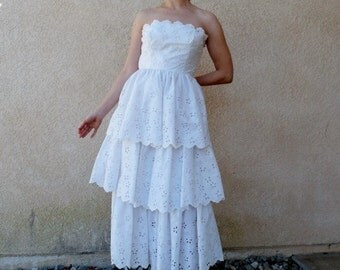 1950s White Eyelet Tiered Dress by FRITZI of California Strapless Ruffled Wedding dress XS/S