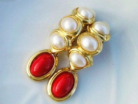 Vintage 60s Clip Earrings White Pearls Red Gold-Tone
