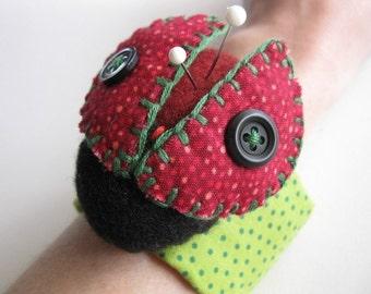Lady Bug Wrist Pincushion - PDF PATTERN
