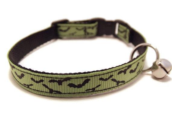 Green Bats Breakaway Cat Collar