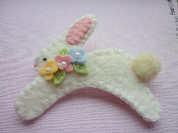 Brooch Felt Bunny Pastel Spring Easter Flowers Pin