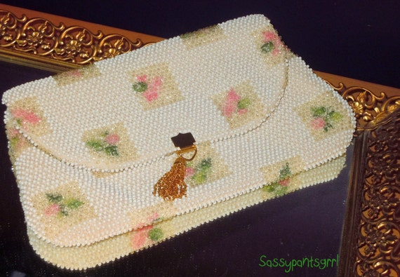 Vintage 1950s 1960s White and Pink BEADED Clutch   Purse -- Vintage Pinup  Vintage Wedding