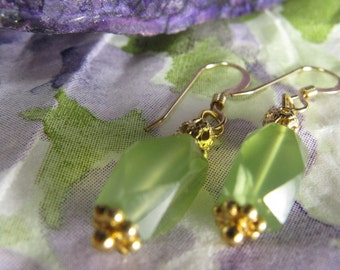 Green chalcedony gold earrings