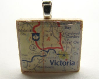 Victoria, British Columbia - 1962 vintage Scrabble tile map pendant or charm