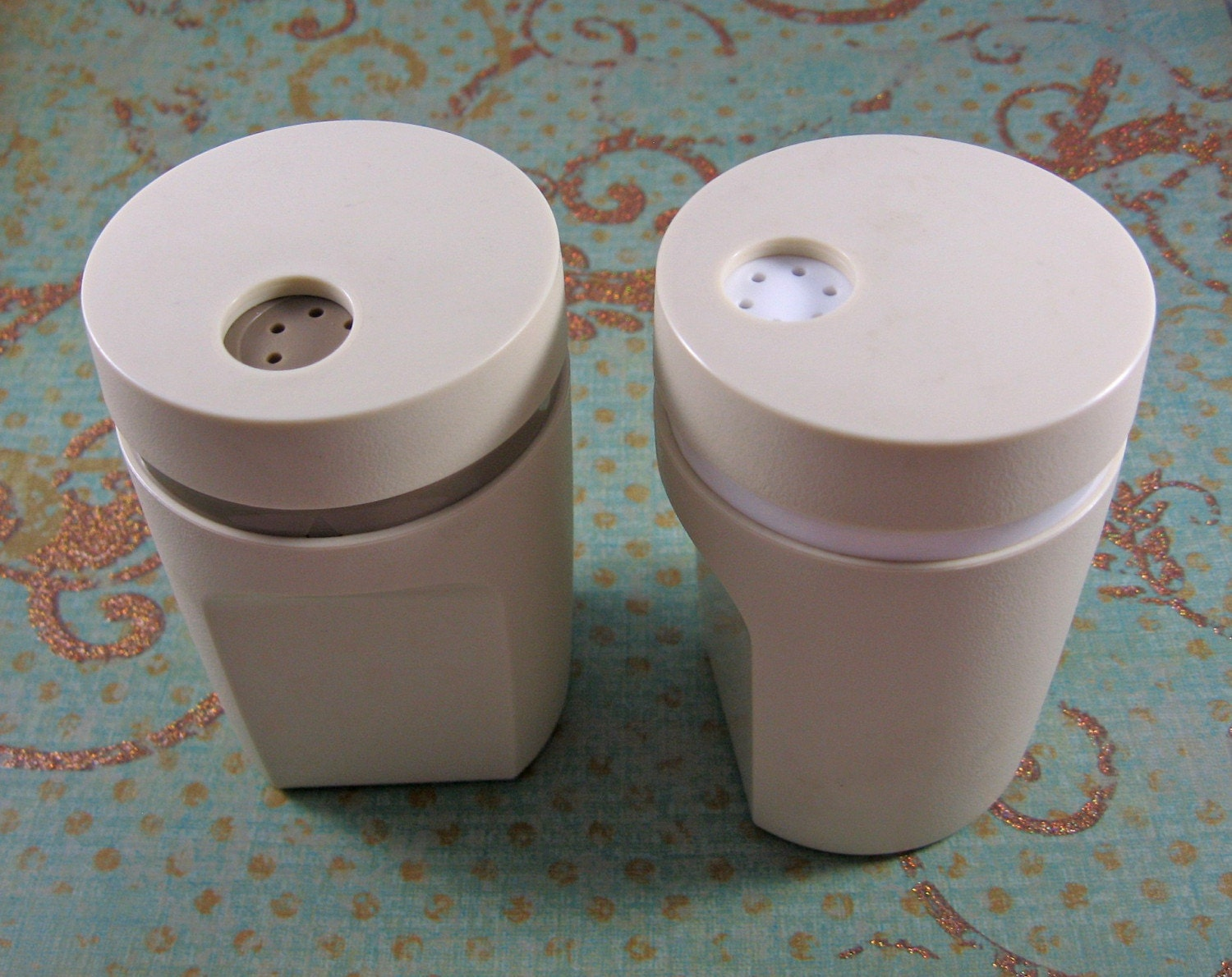 Vintage tupperware salt and pepper shakers by lulusfiveanddime for Vintage tupperware salt and pepper shakers