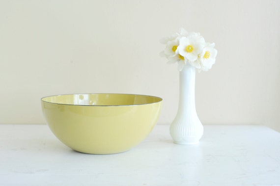 Golden yellow/pea green Eames era 8 inch Cathrineholm Gretta Prytz Kittelsen enamel bowl