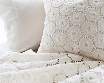 Graceful Circle Lace Cotton WIDE 140cm, U2857