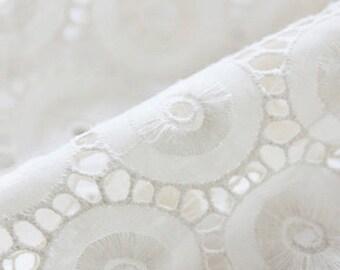 Graceful Circle Lace Cotton Fat Quarter, U2857