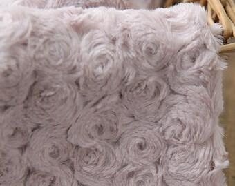 2 Yards of Roses Faux Fur Murky Pink WIDE 160cm, U2960