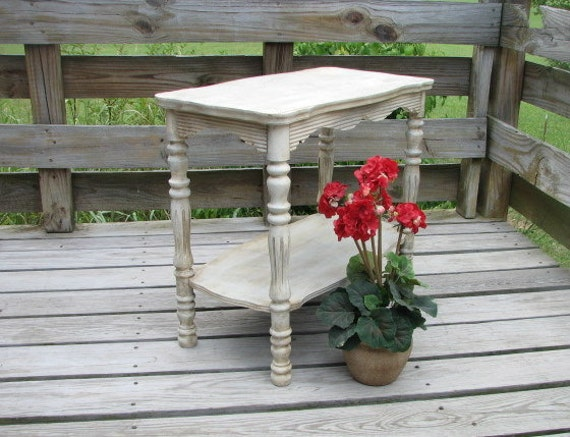 Primative aged end table by The Shabby Home at Etsy