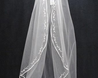 Silk ribbon embroidered edge Fingertip length veil