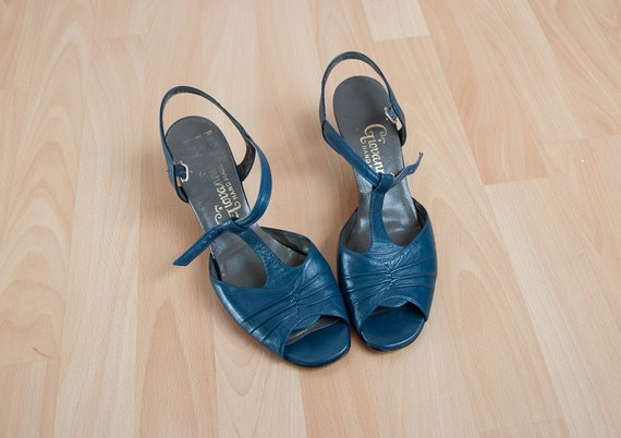Vintage Giovanni Hand Made Blue leather T-Strap Heels - Size 9.5 narrow
