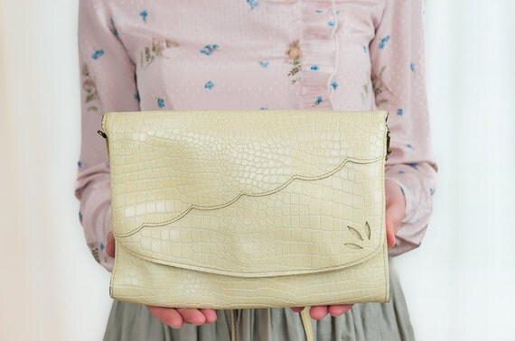 Vintage Leather Purse - Scalloped Neutral Yellow Purse