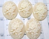 New Design 5 Pieces 40X30 MM Beige Floral Cameo