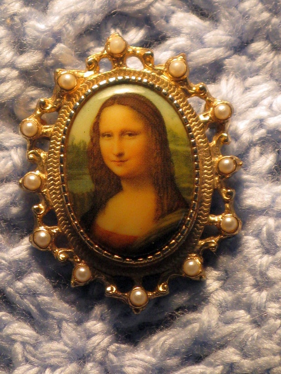 REDUCED - Sarah Coventry Mona Lisa Brooch/Pendant (B-3-6)