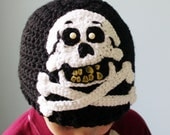 This be a hat for a scurvy pirate