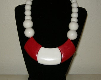 Awesome Retro 1980s Chunky Red and White Bib Necklace