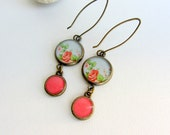 Long flower resin earrings - Antique brass - blue and coral