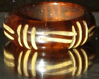 Carved Bakelite Vintage Ring Iced Tea Marbled Swirl Art Deco Root Beer Translucent Mid Century Finger Sz 5 1/2 5.5 5.75 UK sz K L Rootbeer